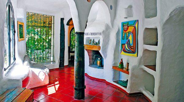 Casa Pueblo Club Hotel y sus obras de arte. Punta del Este, Uruguay. Puede reservarlo con la Agencia de Viajes ATN Travel Services.
