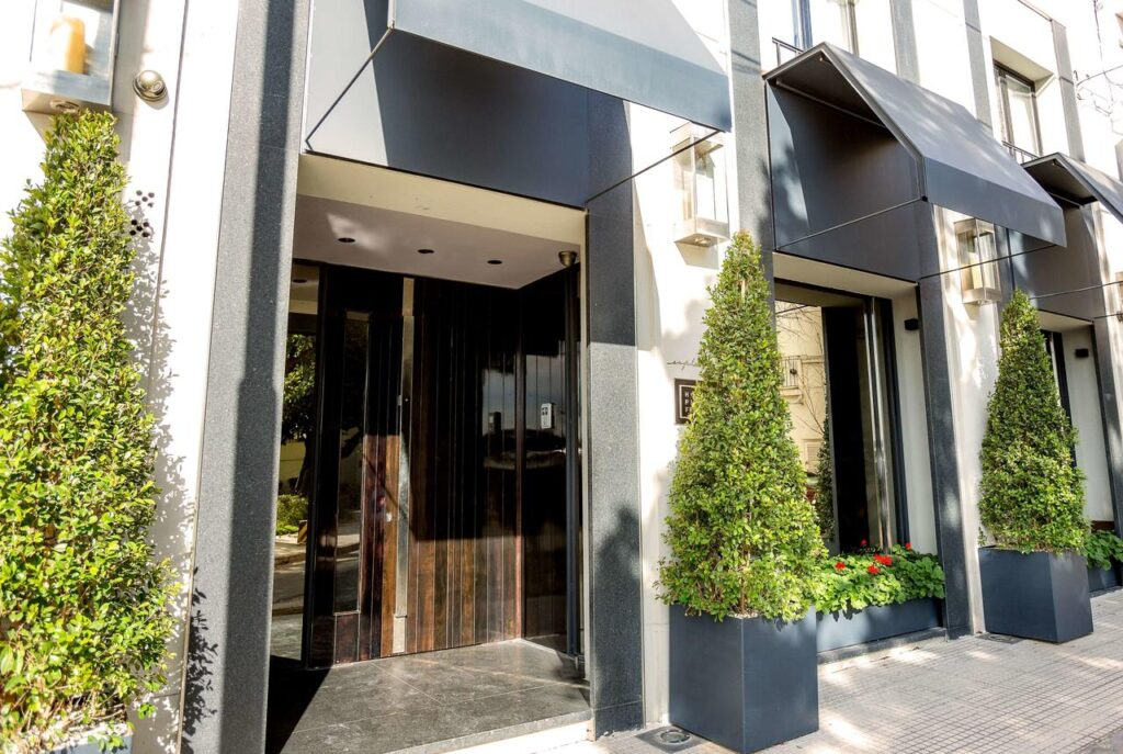 Hotel Esplendor Plaza Francia. Recoleta. Buenos Aires